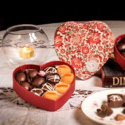 Agrumelli, praline e marroncini ricoperti di cioccolato fondente